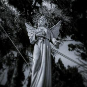 Angel a la Entrada del cementerio de Santa Brígida